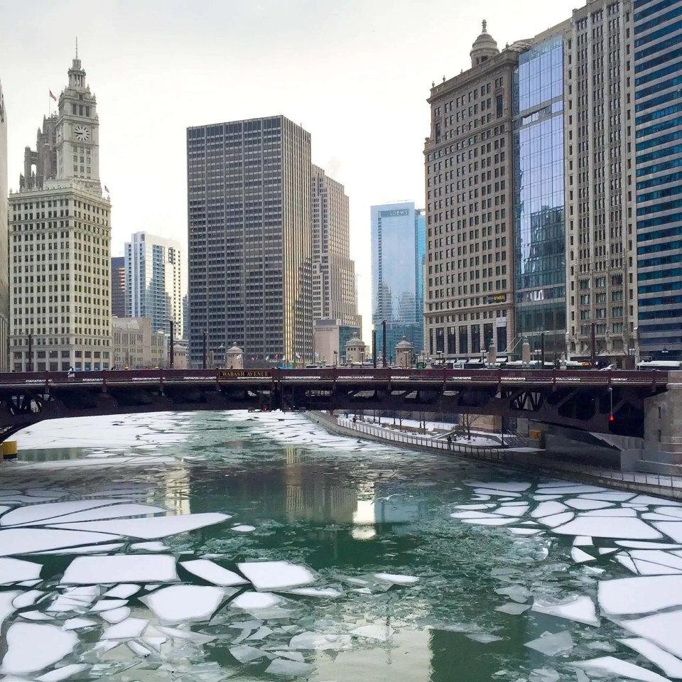 chicago-river-frozen-winter