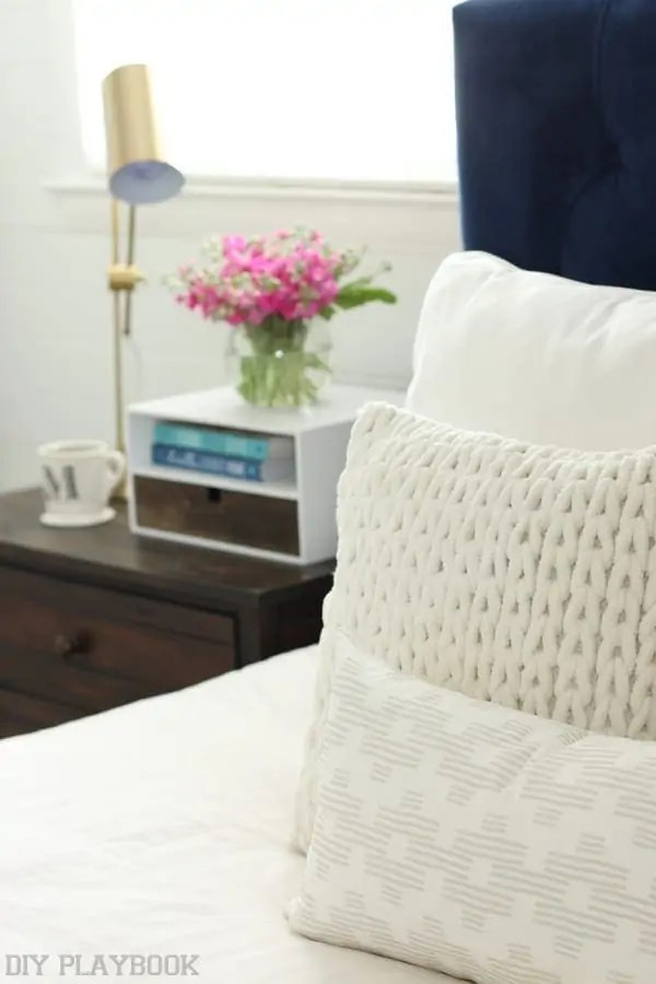 bedroom_pillows_nightstand