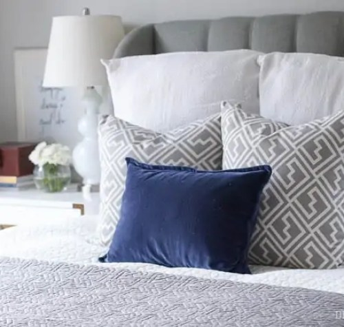 master-bedroom-pillows