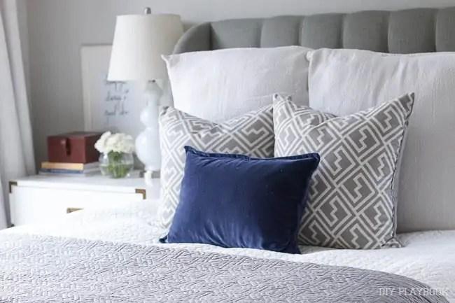 master-bedroom-pillows