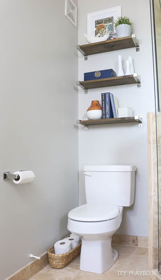 bathroom-master-shelves