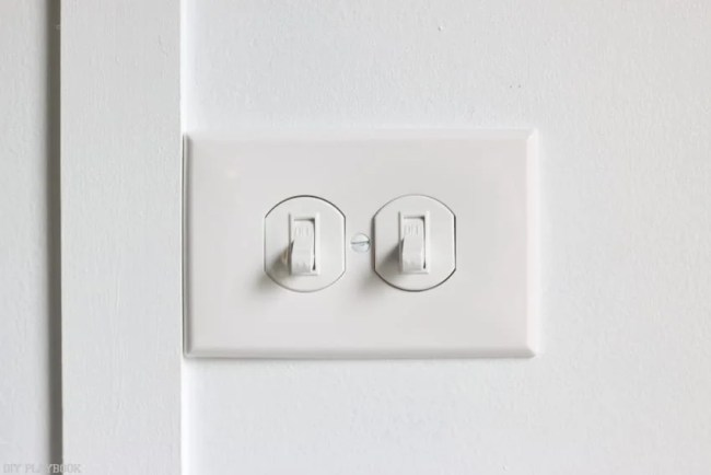 changing_electrical_light_switch-16