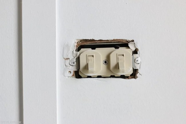 changing_electrical_light_switch-2