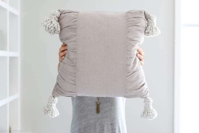 diy_tassel_pillow_tutorial-18