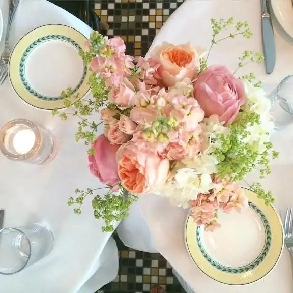 flowers_dinner_table