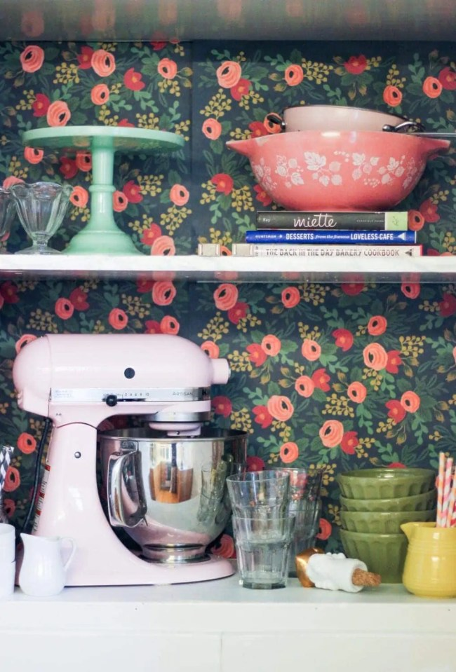 wallpaper-cabinet-kitchen