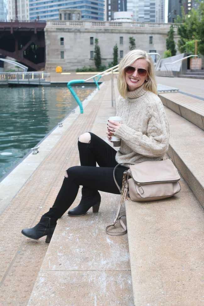 chicago_bridget_fashion_fall-sweater-coffee-river-walk