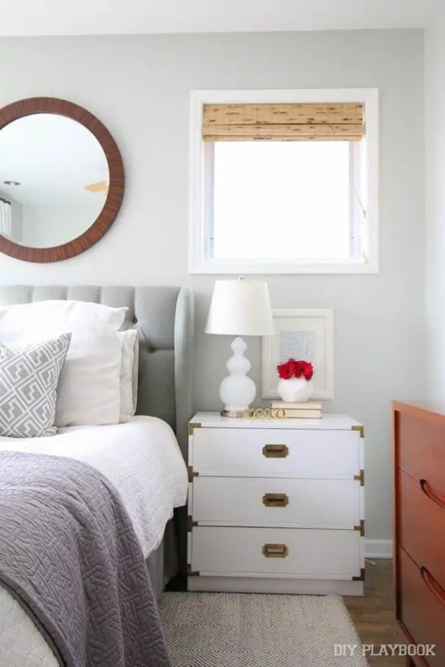 bedroom-nightstand-flowers