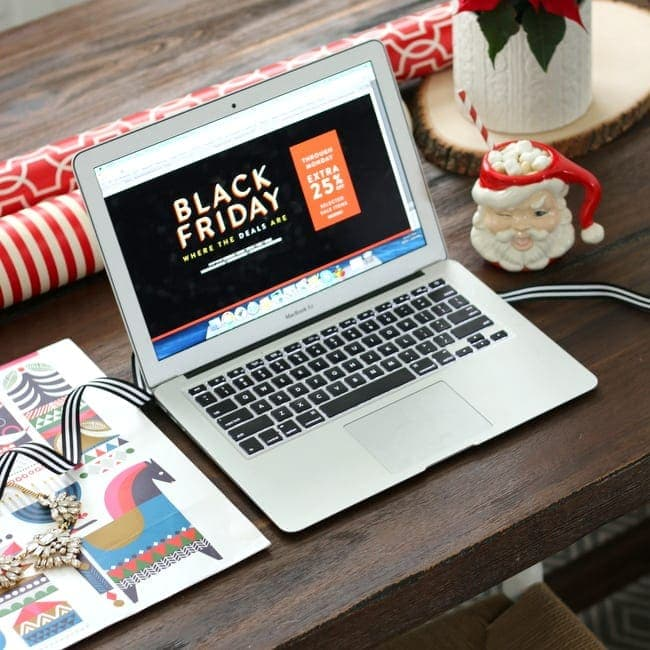 black-friday-christmas-shopping