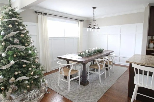 dining-room-home-tour-holiday-christmas-tree