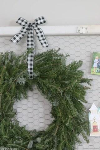 wreath-christmas-buffalo-check-ribbon