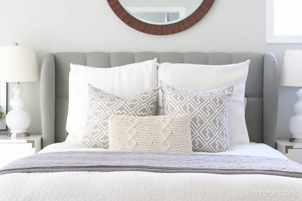 bedding-pillows-bedroom