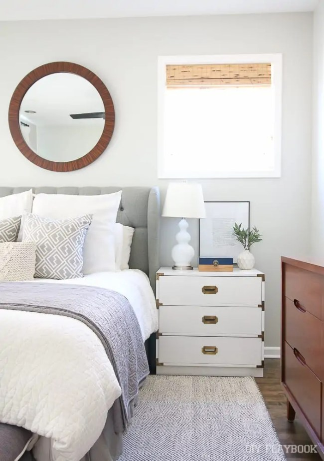bedroom-nightstand-bed