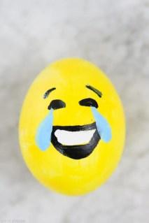 DIY_Emoji_Easter_eggs-4