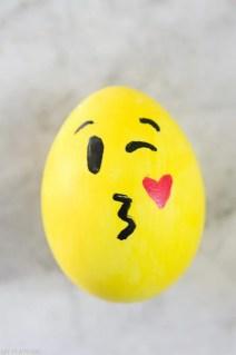 DIY_Emoji_Easter_eggs-5
