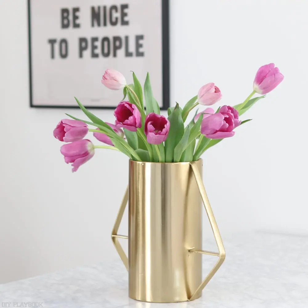 Easy Trick to Arrange Short Flowers in a Tall Vase
