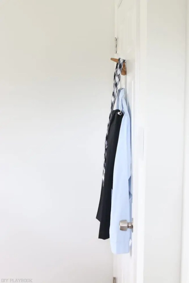 Wooden_door_hook-outfit