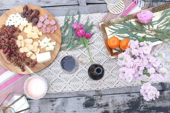 Moroccan_Tablescape_Flowers_cheese_Platter