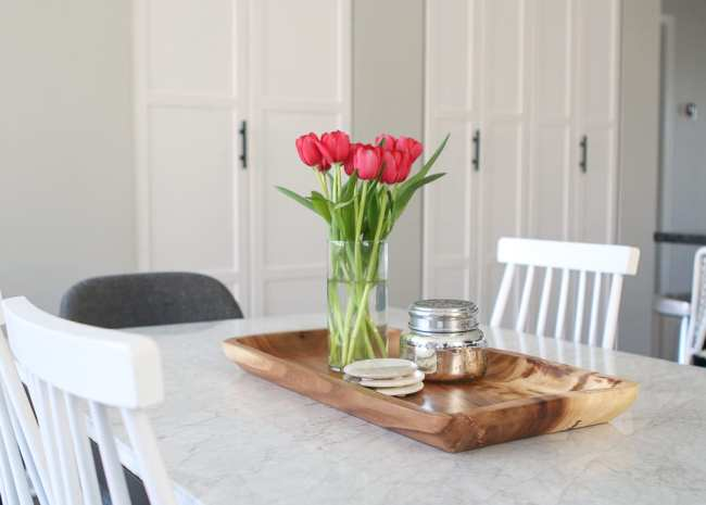 tulips-wood-tray-dining-room