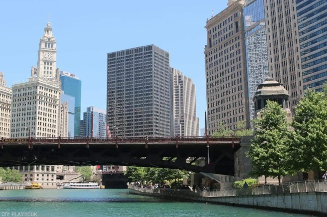 Chicago_River_Wrigley_Building