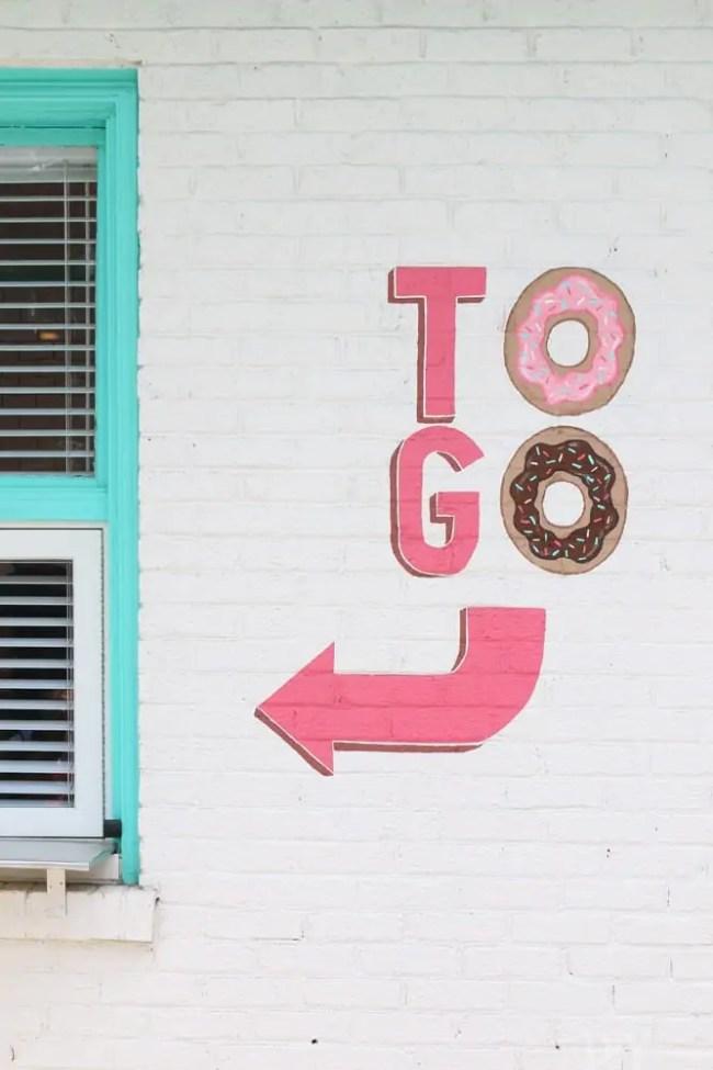 Travel_Nashville-to-go-donuts