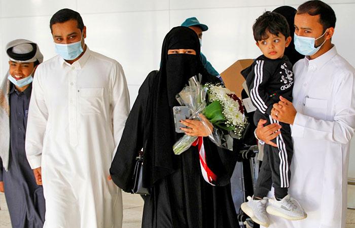 Qatari and Saudi families meet in a moving scene at King Khalid Airport