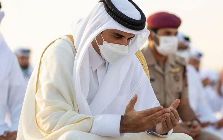 Amir performs Eid Al Adha prayer
