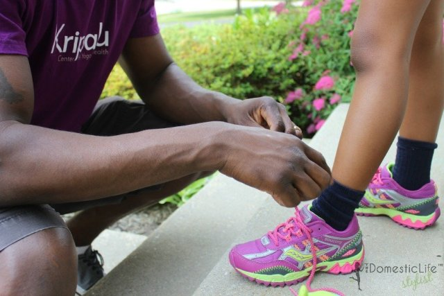 day ties shoes for daughter