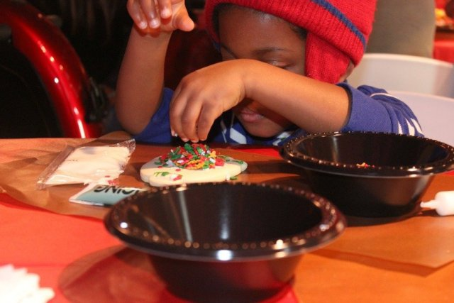 decorating-cookies-at-the-gaylord-national-resort-christmas