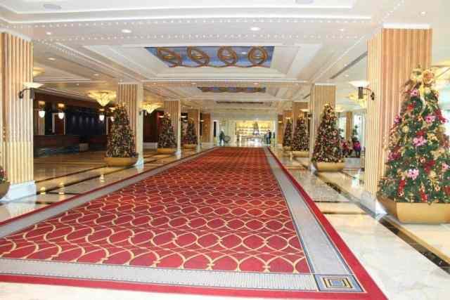 gaylord-national-hotel-lobby-christmas