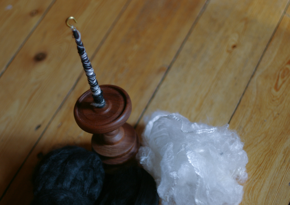 Spindolyn with viscose fibres on the left and silk fibres on the right
