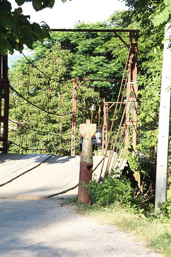 Brückenpfeiler aus Bomben