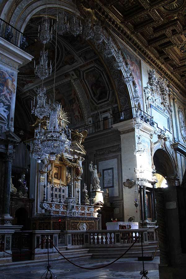 Rom zu Fuß: Kirche auf Rückseite Monumento