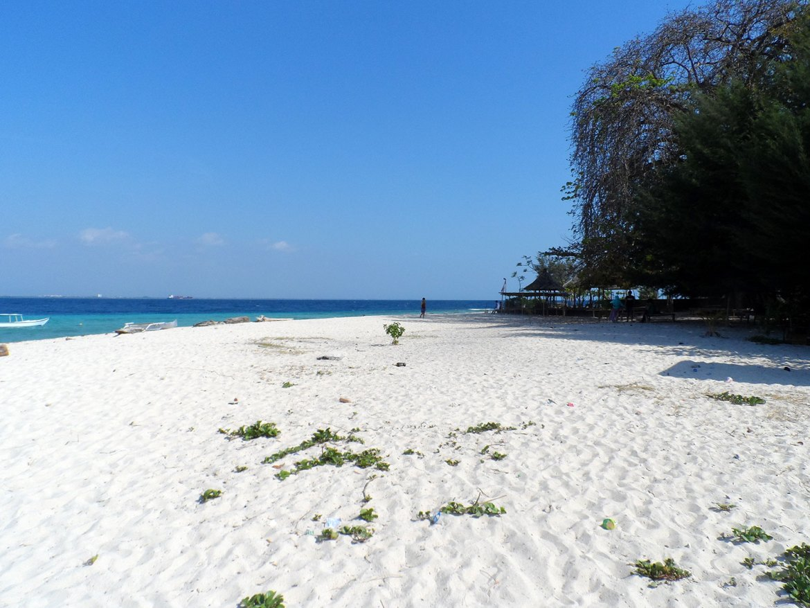 WHite beach at Samalona Island in Sulawesi