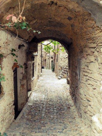Tunnel in Bussana Vecchia