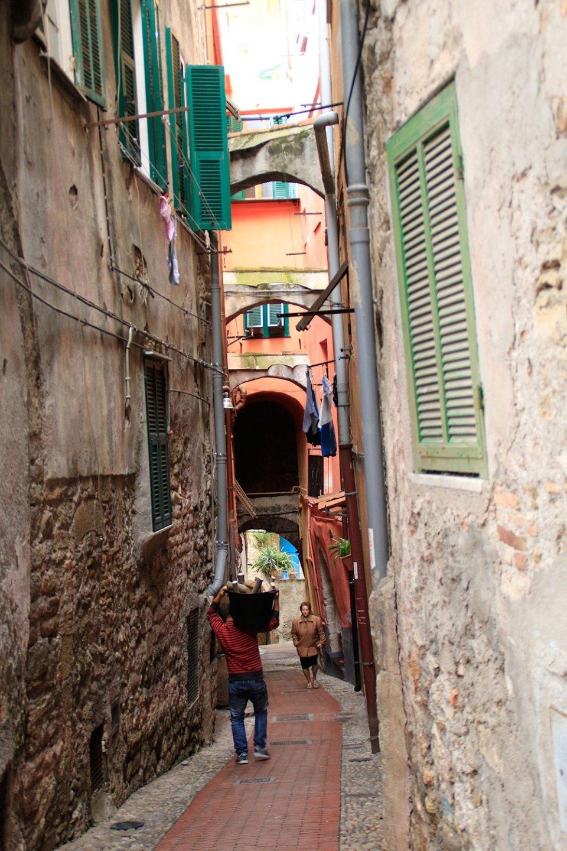 Schmale Gasse in Ventimiglia