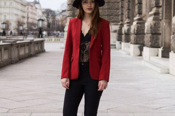 Sexy Valentinstagslook mit Hut von Dorie