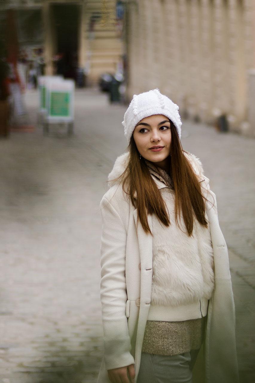 Weißer Winterlook von The Dorie in Spittelberg, Wien