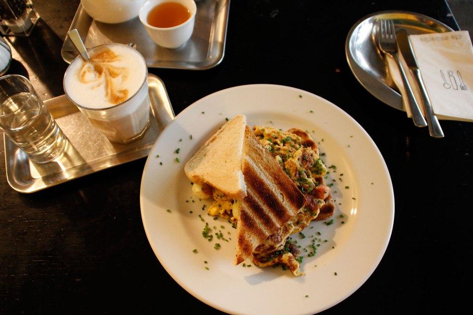 Frühstückstoast in Die Scherbe Graz