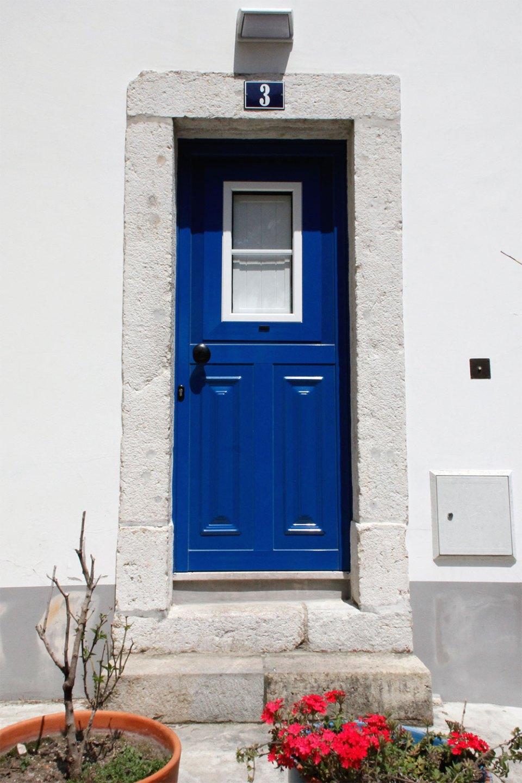 Blaue Tür in Lissabon