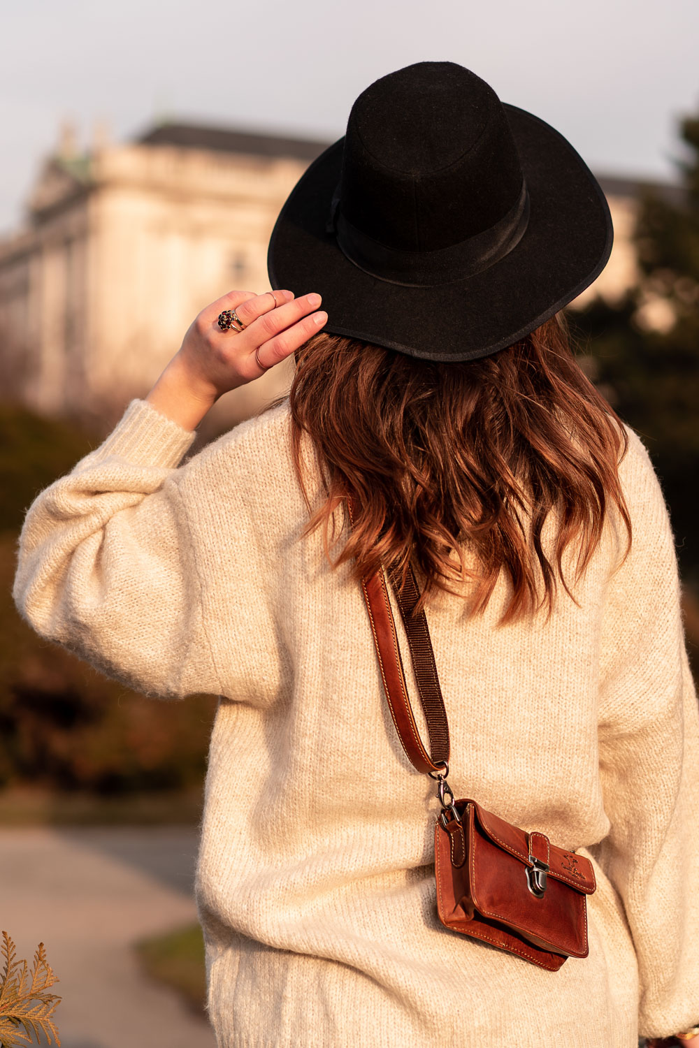 Cross-Body Bag from Gusti Leather | Safety on city trips | The Dorie