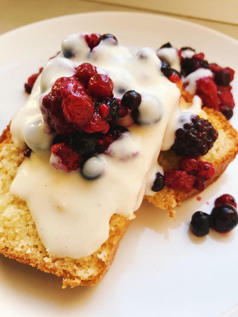 yogurt cake with berries