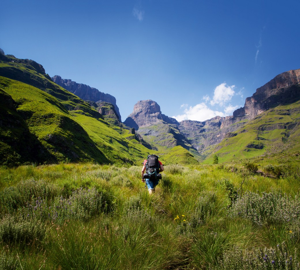 Hiking towards Gray's Pass, Central Drakensberg. (Source: South African Tourism)