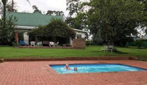 Ouma se Opstal Pool