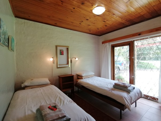 Room with two single beds: L'Chiam Cottage