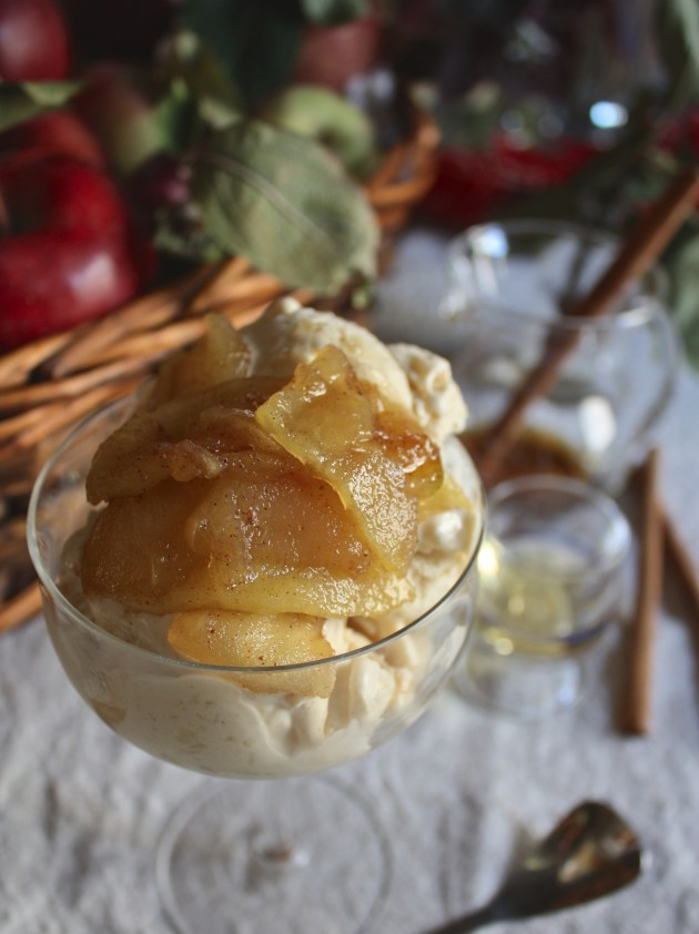 Bourbon Ice Cream w. Maple Roasted Apples
