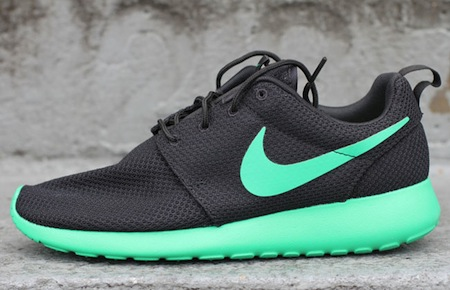 NIKE ROSHE RUN - TWO NEW COLOURWAYS - The Drop Date