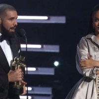 Drake Presents Rihanna the Video Vanguard Award at 2016 VMAs