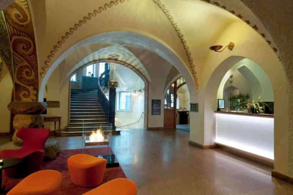 Glo Hotel Art Lobby & Bar