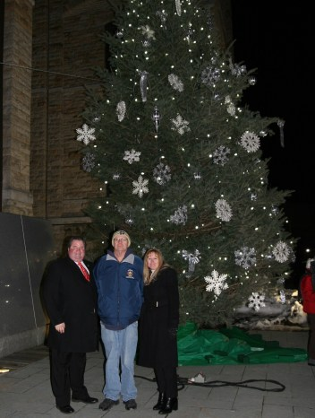 County tree lighting